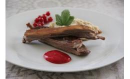 Жареные рёбрышки с желе из красной смородины и пюре из каштанов